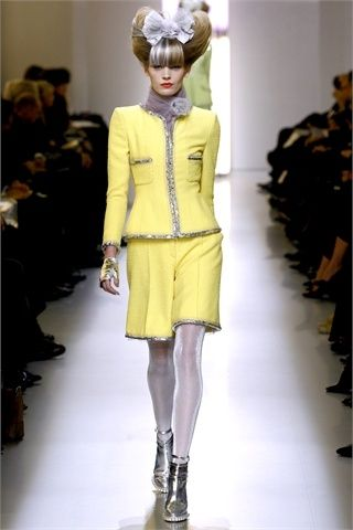 tailleur giallino chanel 2010