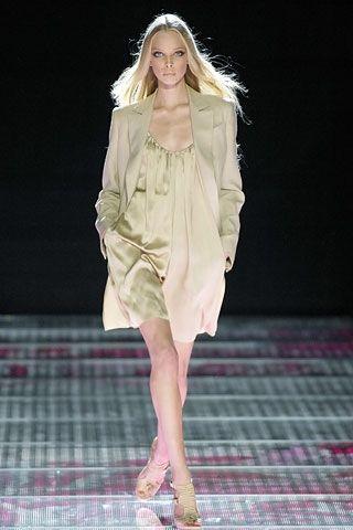 La sensualità della donna Versace