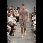 Modello sfilata moda maschile pe 2009 Gaetano Navarra Milano